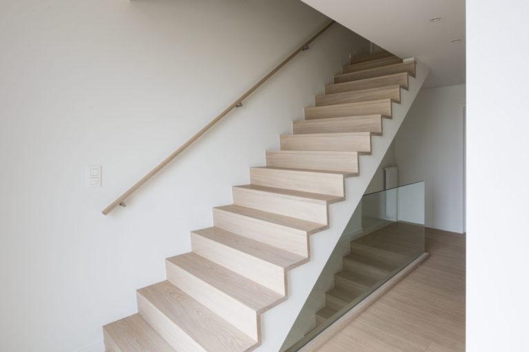 Betonnen Trap Inspiratie : Betonnen trap bekleed met treden in gebleekt eiken nobel flooring
