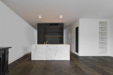 Donkere Hongaarse punt parket in keuken