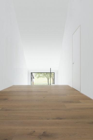 Betaalbare houten parket op de bovenverdieping