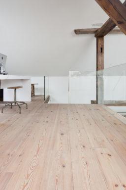 Houten vloer van restpartij hout